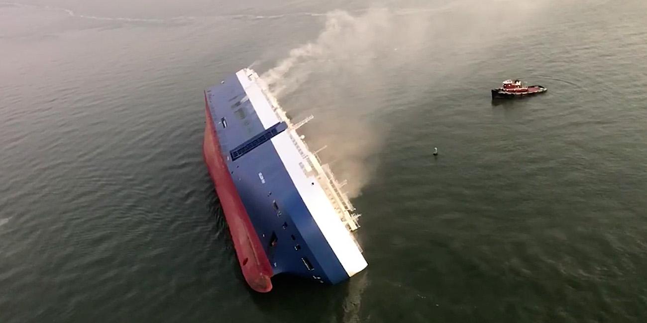 アメリカ 転覆 韓国 船